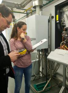 CCEC-Mitarbeiter besichten die Heizungsanlagen
